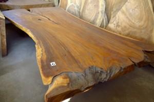 Mesas de tronco de suar y raíz de teca