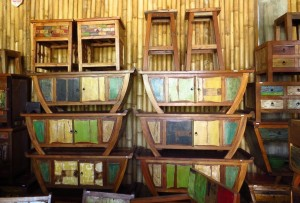 Muebles de madera reciclada de barco